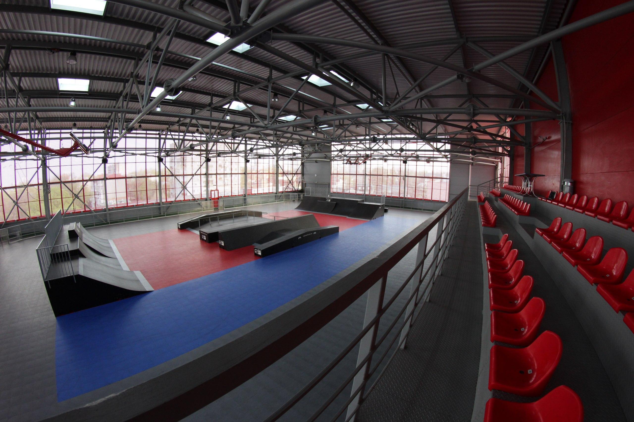 Скейтпарк на крыше ТЦ Приозерный Днепропетровск 2013
