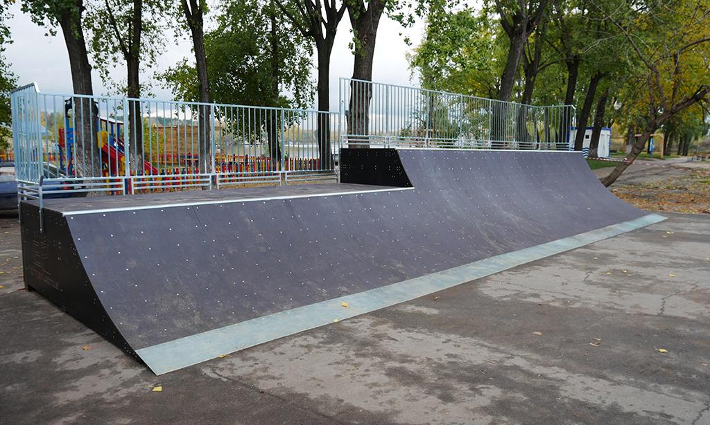 Скейт-парк и минирампа